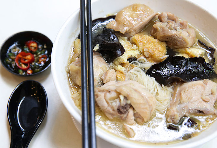 You will be surprised but their rice wine chicken served with mee sua noodles is popular with men!