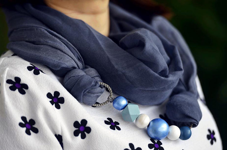 You can easily drape the scarf necklace to dress up your outfit.