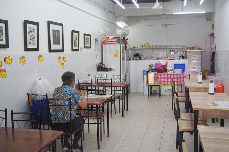 这家只有半间店面非常小,只能坐32名食客而已。-Lee Khang Yi摄-
