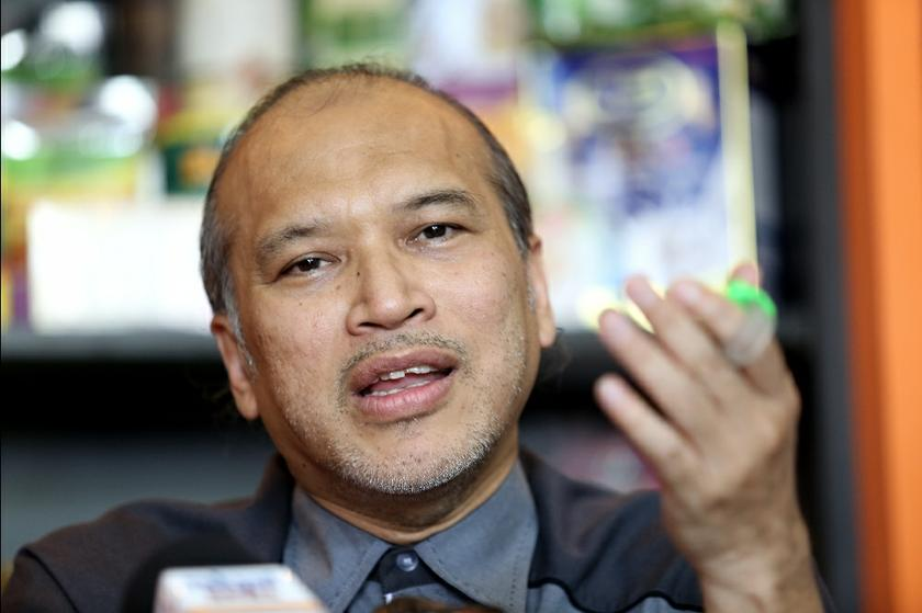 PPIM's Datuk Nadzim Johan says 'pork-free' signs does not mean that a restaurant is halal as the halal certification comes from Jakim only. ― Picture by Saw Siow Feng