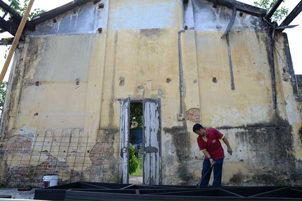 Contractor clearing up the old Hin Bus depot for Ernest Zacharevic's upcoming solo exhibition. Picture by K.E.Ooi