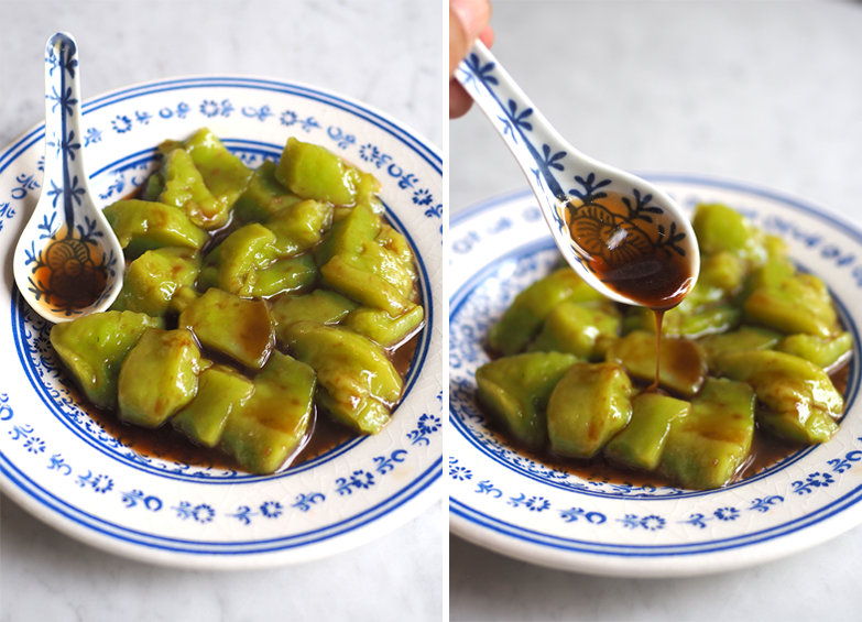 You will enjoy the wobbly 'tee nya kuih' that has a rich pandan fragrance. (right) What makes this 'tee nya kuih' incredibly hard to stop eating is the fragrant gula Melaka syrup.
