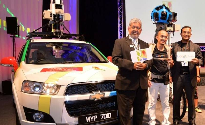 Mirza (left), MY SV Ops lead Nhazlisham Hamdan (centre) and Sajith at the launch of Google's Street View feature in Malaysia. — Picture courtesy of Digital Ne