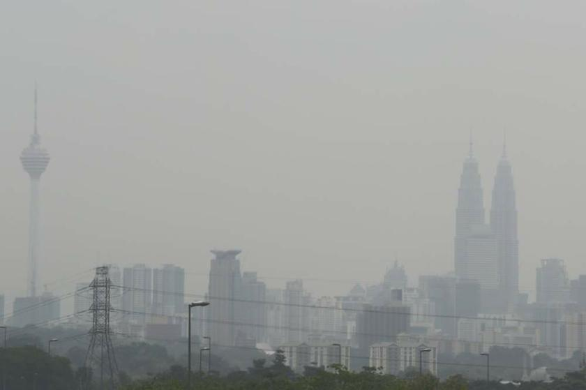 Dr Sentian, who teaches climate change and atmospheric chemistry, said although the strength of El Nino had not yet been determined, the rise in temperature would result in forest fires and haze. — Picture by Saw Siow Feng