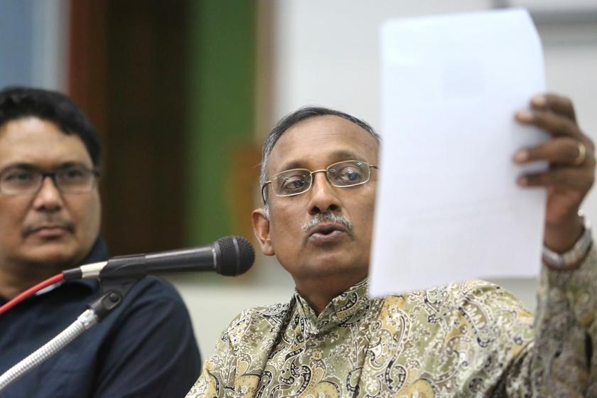 Council of Churches of Malaysia (CCM) general secretary Rev Dr Hermen Shastri (right) speaks at a forum on freedom of religion in Petaling Jaya January 13, 2014. — Picture by Choo Choy May