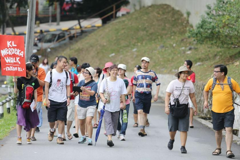 Walking up the hill to Chin Woo Stadium.  – Picture by Choo Choy May