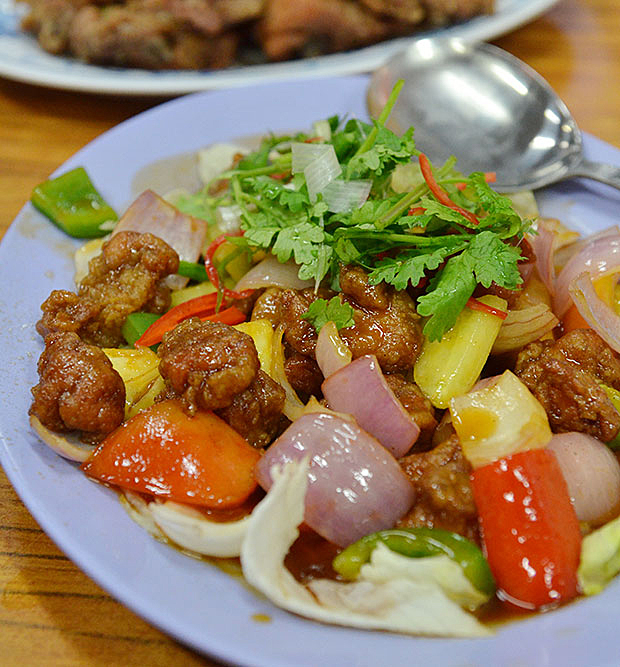 A staple now when it comes to cze char meals in Singapore, the sweet and sour pork at Kok Sen was delectably coated in a tangy sauce