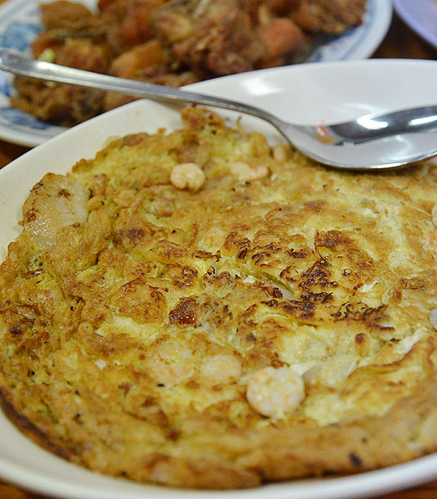 Fu Yong egg omelette was a nice throwback to days when a simple dish of omelette filled with whatever's available from the fridge was all it took to make a meal