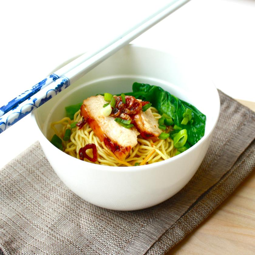 Kolo mee is a delightful combination of flash-boiled noodles, served with crushed garlic and shallots, minced pork and shreds of sweet, succulent pork.