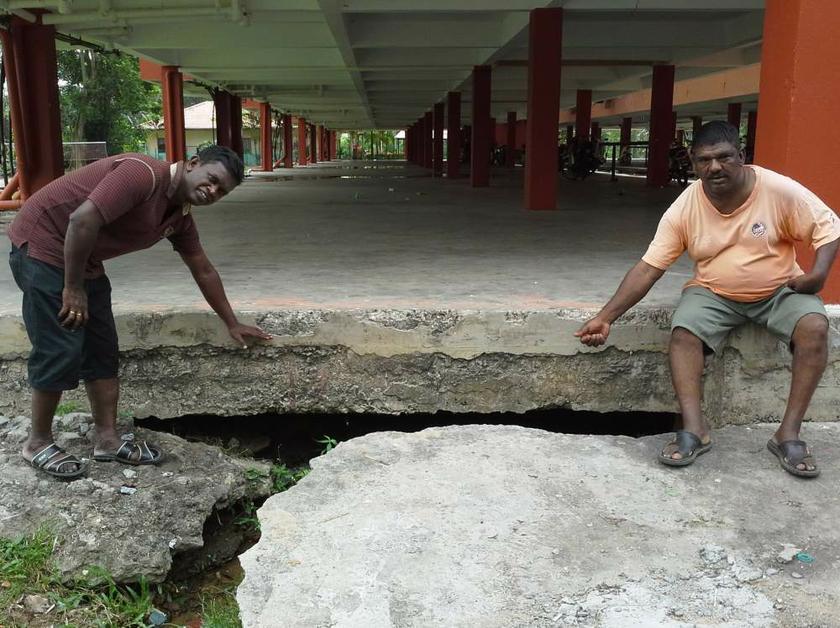 Tanah mendap dan aliran air bawah tanah jelas kelihatan.