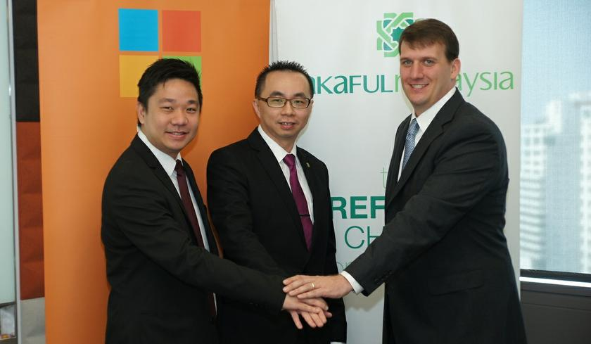 Inhouse rules (L-R): Raymond Chou, managing principal consultant at Redynamics; Patrick Wong, CIO of Takaful Malaysia; and Patterson Hicks, senior director for Datacenter & Cloud Sales, Microsoft Asia Pacific. ― Picture courtesy of Digital News Asia