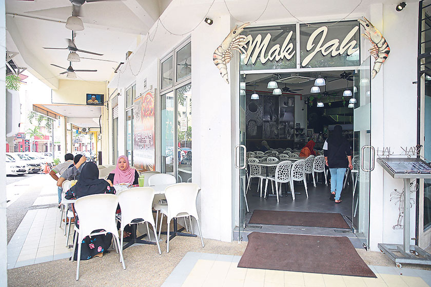 Head over to this corner shop at Wangsa Maju for your mee udang fix
