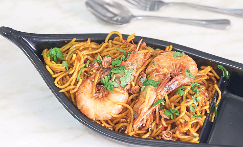 For a stronger taste, go for the mee goreng udang, which is infused with the prawn broth and various sauces