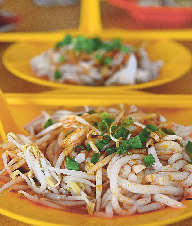 The base noodles can be your choice of soup with mee, the dry version or stirred with a spoonful of thick curry paste for added flavour