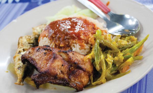 Have your nasi lemak 2am break at Lintang Batu Lanchang.