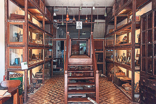 A tiny museum devoted to Chinese medicine at Ren I Tang