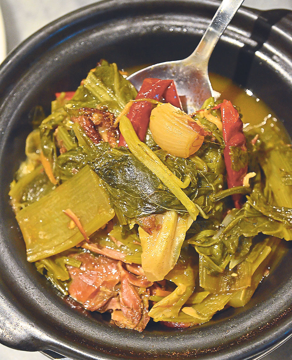 The common sour and spicy vegetables is now served in a claypot at SYW