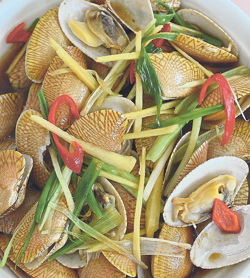 Ask the staff about the freshest catch of the day, and you shall be duly rewarded by dishes like steamed la la clams in soy sauce and Chinese wine