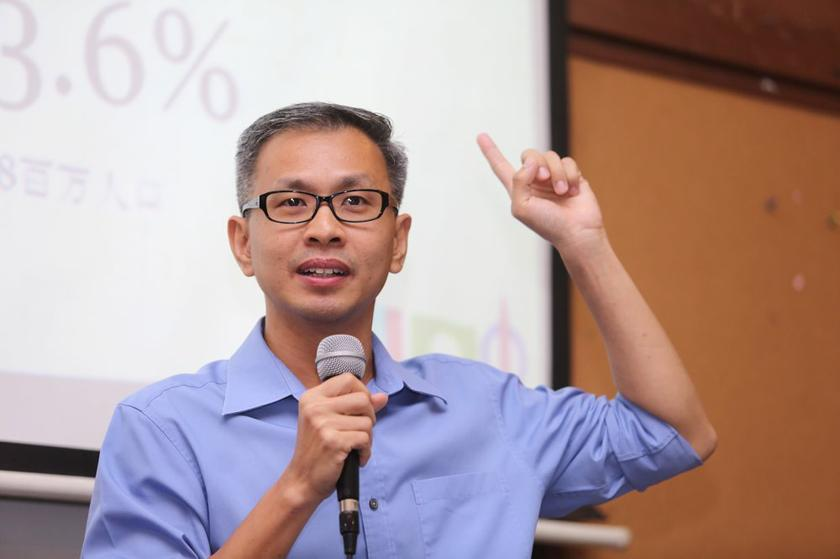 Petaling Jaya Utara MP Tony said it was a fabrication that he was a co-conspirator in a plot to forge documents on 1Malaysia Development Bhd. — Picture by Choo Choy May