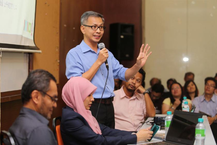 Tony Pua accused the Najib administration of being insincere in snuffing the fires between Muslims and non-Muslims after Defence Minister Datuk Seri Hishammuddin Hussein advised Malaysians to accept the latest court decision on use of the Arabic word for god, and to stop speaking about it publicly. — Picture by Choo Choy May