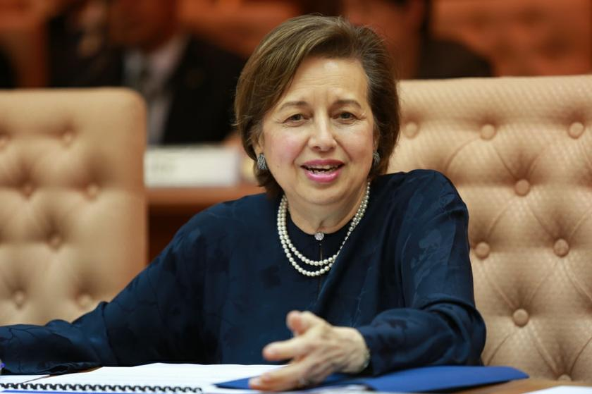 Zeti said the country's fundamentals are still strong and the economy is diverse enough to remain afloat despite current global and domestic volatility. — Picture by Saw Siow Feng