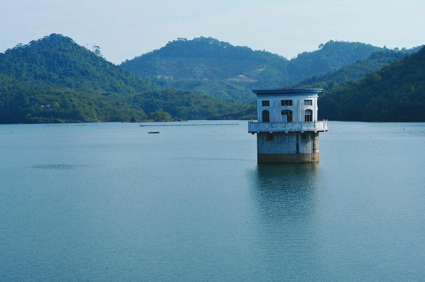 Datuk Jaseni Maidinsa says for now, the effective capacities of the Air Itam and Teluk Bahang dams are still healthy. ― File pic