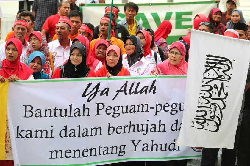 Another Muslim group, Ikatan Muslimin Malaysia, told Christians yesterday to emigrate if they could not accept the sovereignty of Islam and the king in Malaysia.