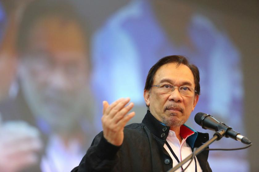 The lawyer had allegedly said to reporters that Najib had a hand in determining the dates for Anwar's appeal against his sodomy conviction. — Picture by Choo Choy May