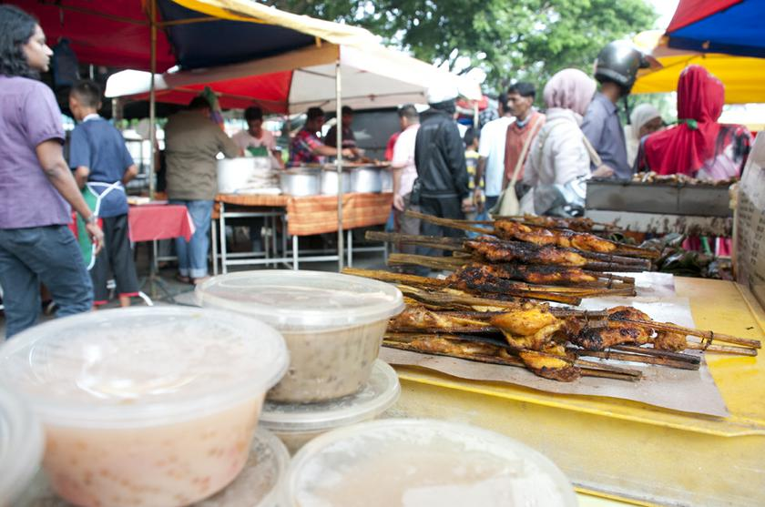 It was recently reported that the Solid Waste And Public Cleansing Management Corporation (SWCorp) said about 270,000 tonnes of food goes to waste during the month of Ramadan. — Picture by K.E.Ooi
