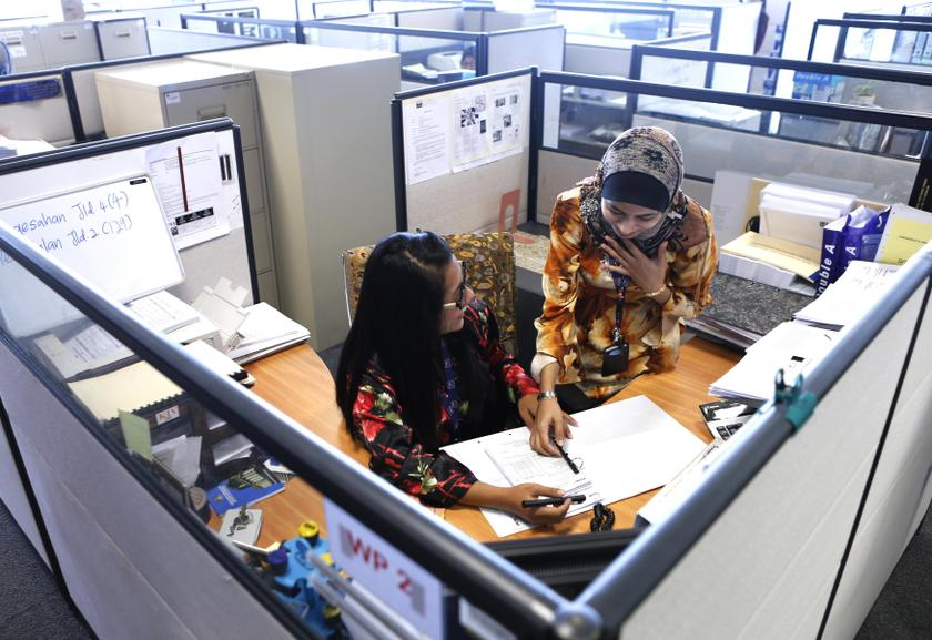 Malaysian Employers Federation executive director Datuk Shamsuddin Bardan said Malaysian workers needed to be more professional to be able to cope with a six-hour work day. — Reuters pic