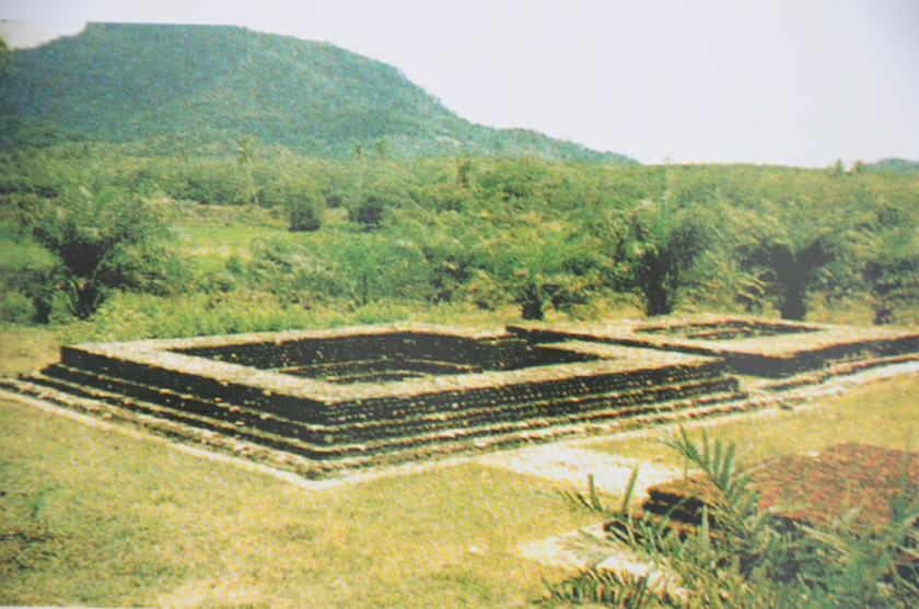 A recopied picture of candi number 11 from the book 'Bujang Valley: The Wonder That Was Ancient Kedah'.
