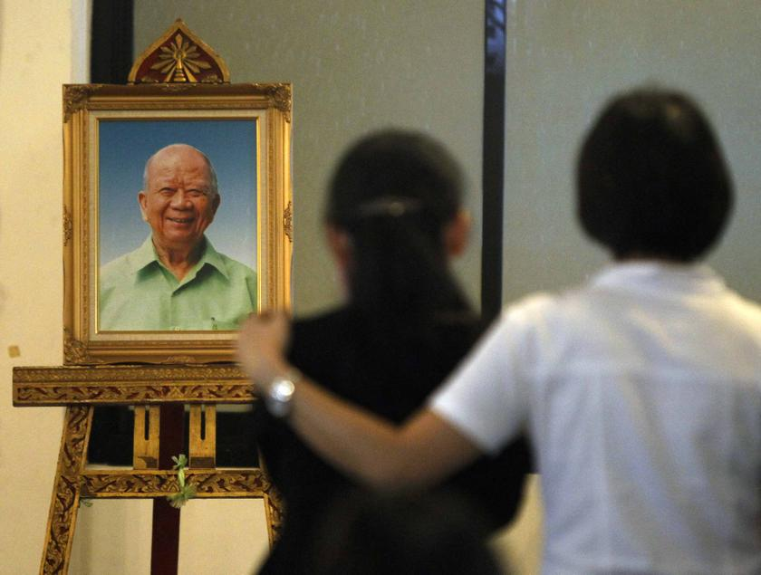 Relatives and mourners stand in front of a portrait of former Malayan Communist Party leader Chin Peng during his funeral at a temple in Bangkok September 20, 2013. —Reuters pic