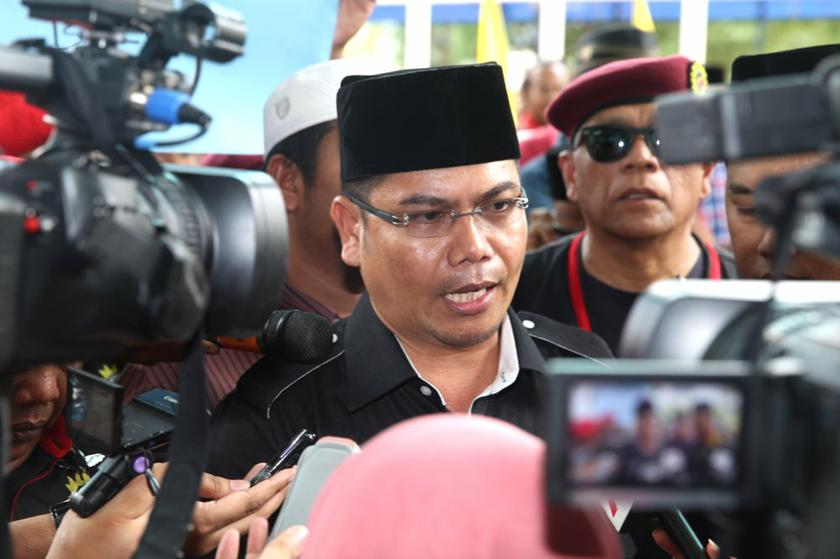 Datuk Jamal Yunos says his supporters had displayed their martial arts prowess on Tuesday by breaking roof tiles and wood pieces with their bodies. ― File pic