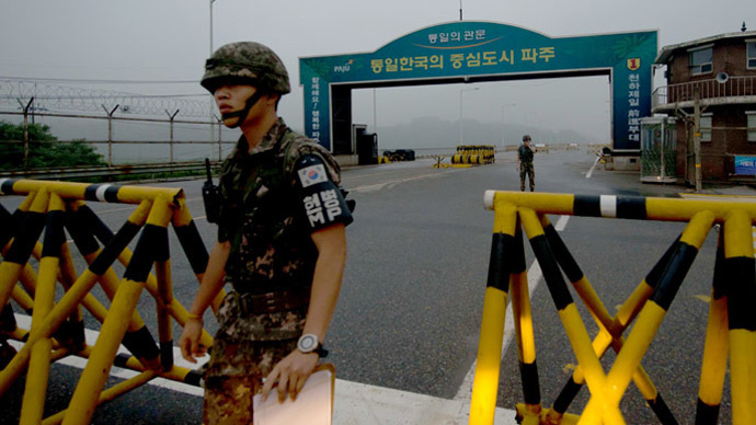 A South Korean soldier walks at a military checkpoint leading to North Korea's Kaesong joint industrial complex, in the border city of Paju early on July 10, 2013. — AFP pic
