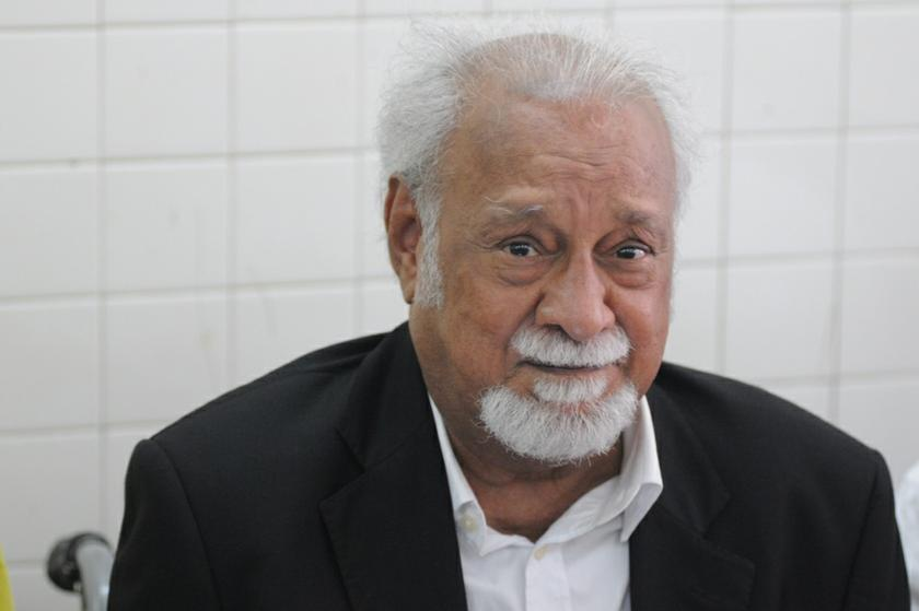 Karpal Singh speaks to members of the press during a press conference in Air Itam November 5, 2013. — Picture by K.E. Ooi