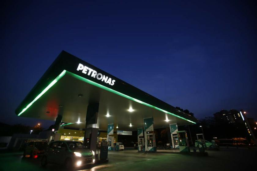 A motorist pumps petrol at a Petronas service station in Putrajaya on August 26, 2013. — Reuters pic