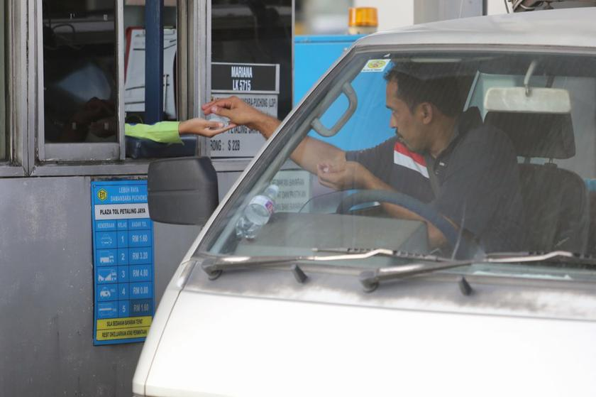 PLUS Malaysia Berhad (PLUS) will stop issuing receipts at all its toll plazas effective March 19. — Picture by Choo Choy May