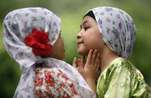 File photo shows two kids in Shah Alam, Selangor. Custodial tussles in cases of unilateral child conversions have been a growing concern over the years and provide a glimpse of the concerns of Malaysia's religious minorities over the perceived dominance of Islam in the country. --Reuters pic