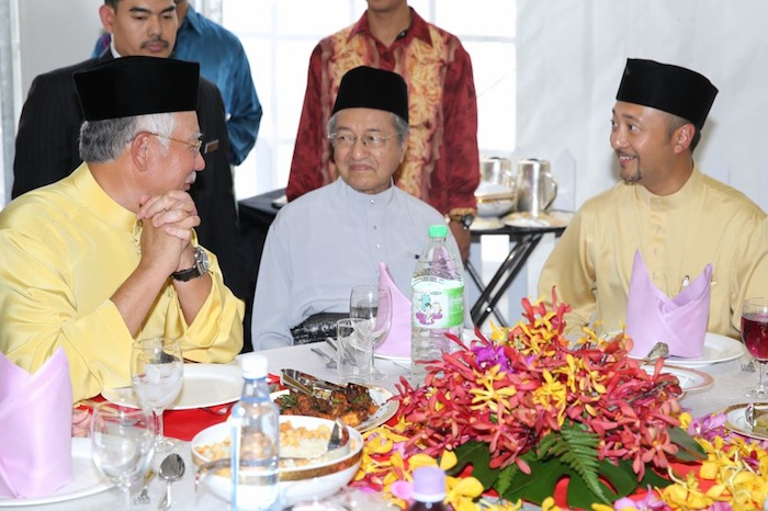 Datuk Seri Najib Razak chats with Tun Dr Mahathir Mohamad and Datuk Mukhriz Mahathir at the former PM's Aidilfitri open house in Seri Kembangan August 18, 2013. — Picture by Choo Choy May