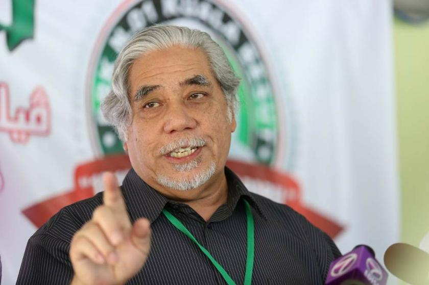 PAS secretary-general Datuk Mustafa Ali called Putrajaya's claim of Mat Sabu's Syiah links as a mere personal attack. — Picture by Saw Siow Feng