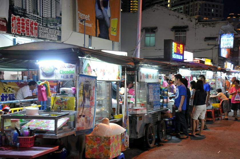 There are an estimated 85,000 food handlers in the hawkers' paradise of Penang. — Picture by K.E. Ooi