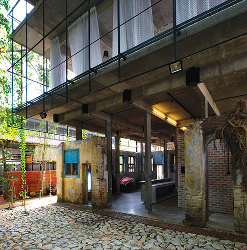 An urban oasis inside Sekeping Kong Heng, Ipoh. - Pictures by Rupajiwa Studio and Seksan Design