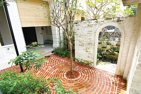 A hidden courtyard (Sekeping Sin Chew Kee)