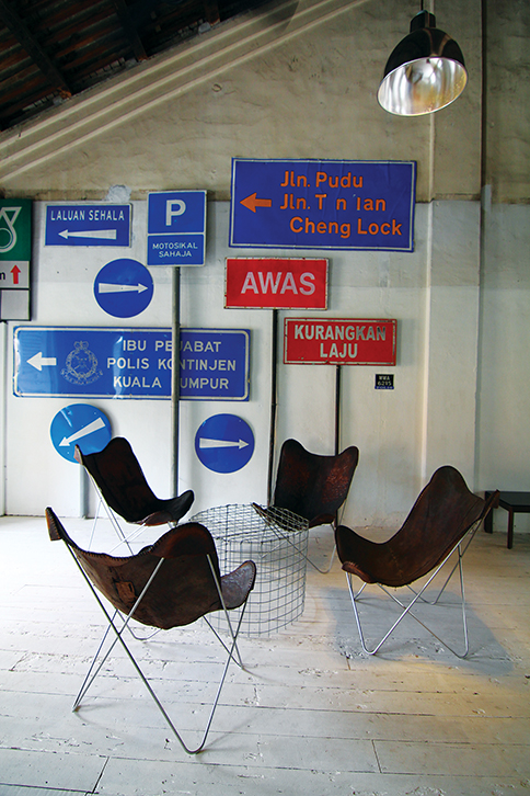 Road signs as wall décor (Sekeping Sin Chew Kee)