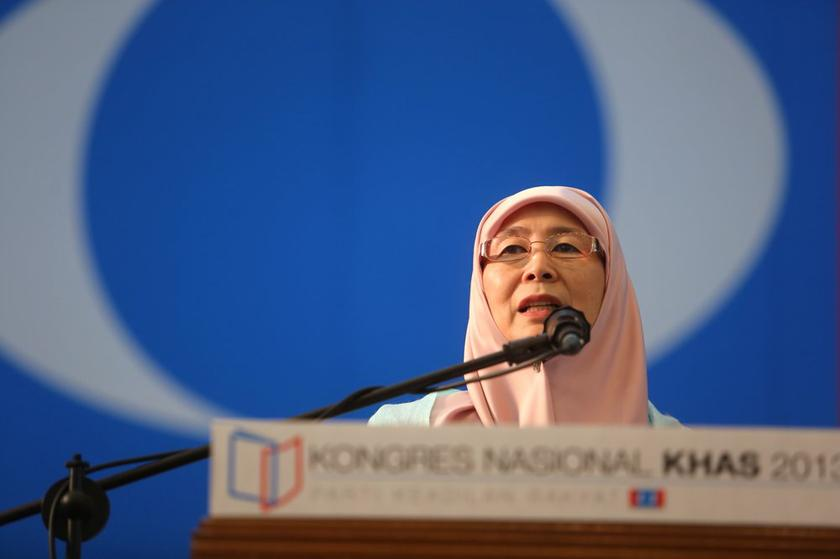 Datuk Seri Dr Wan Azizah Wan Ismail addressing attendees of the PKR Special National Congress in Shah Alam in this file photo. — Picture by Choo Choy May